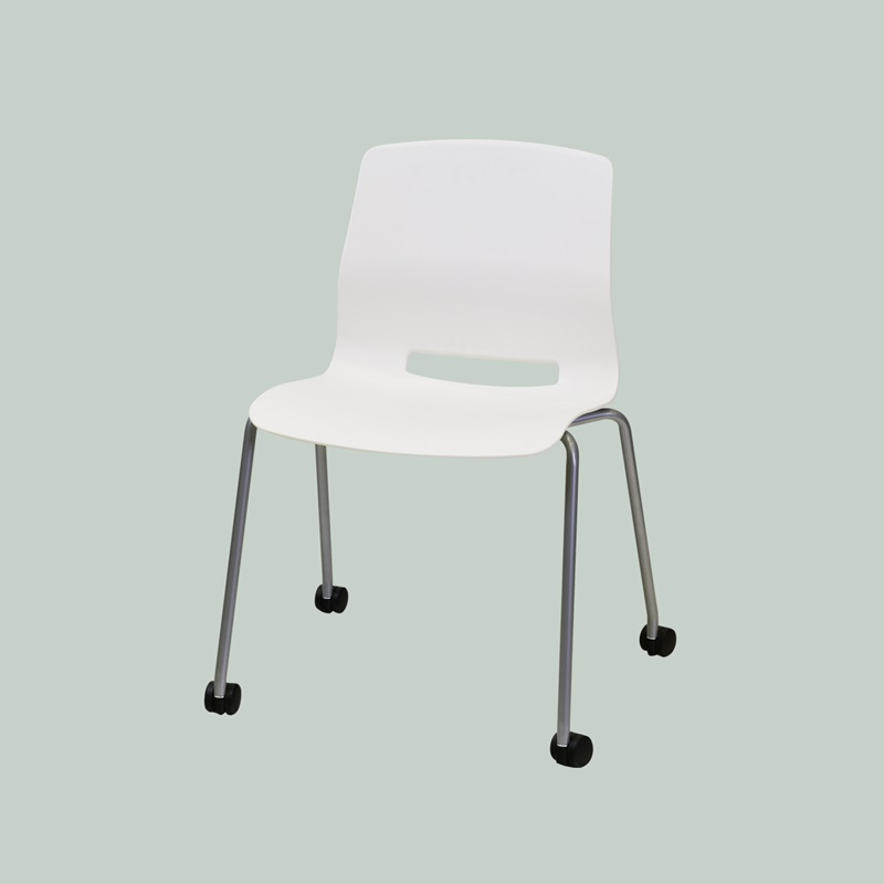 Four legs chair with casters